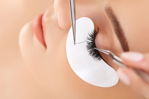 Conheça o Alongamento de Cílios e os cuidados para realizar o procedimento